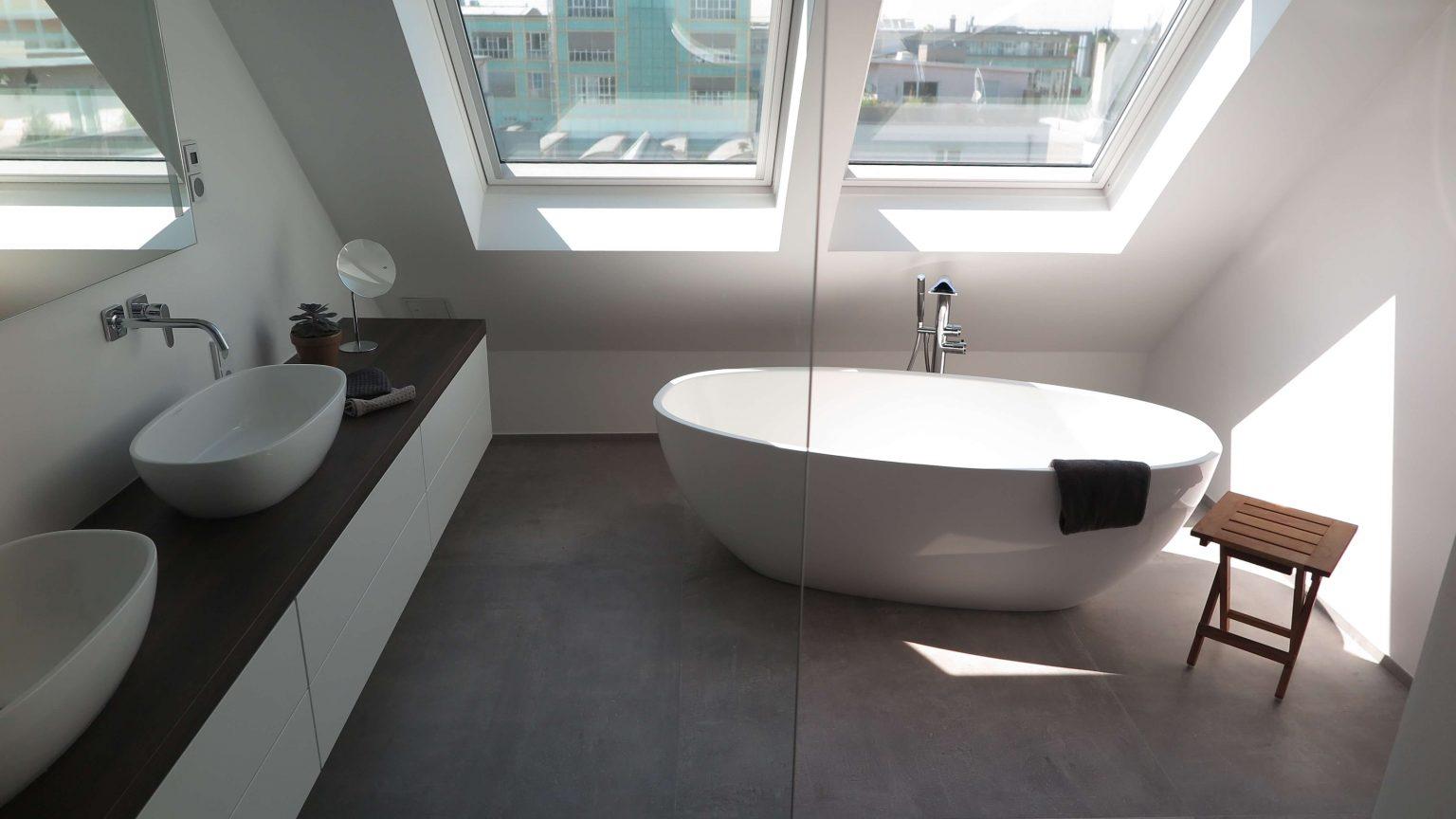 Wohnungsbau freistehende Badewanne